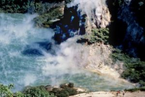 Te Puia and hapu buy Waimangu Volcanic Valley