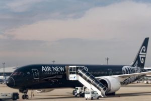 Flights cancelled as engine problems snag Air NZ Dreamliners