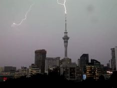 How does the Sky Tower handle a lightning strike?
