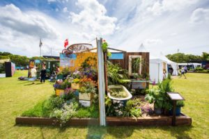 Hobbiton's green fingers turn gold