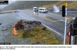 Stopping areas of Milford Sound highway to close due to rockfall risk