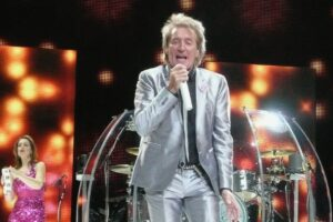 TNZ tees up Sir Rod for America's Cup singalong